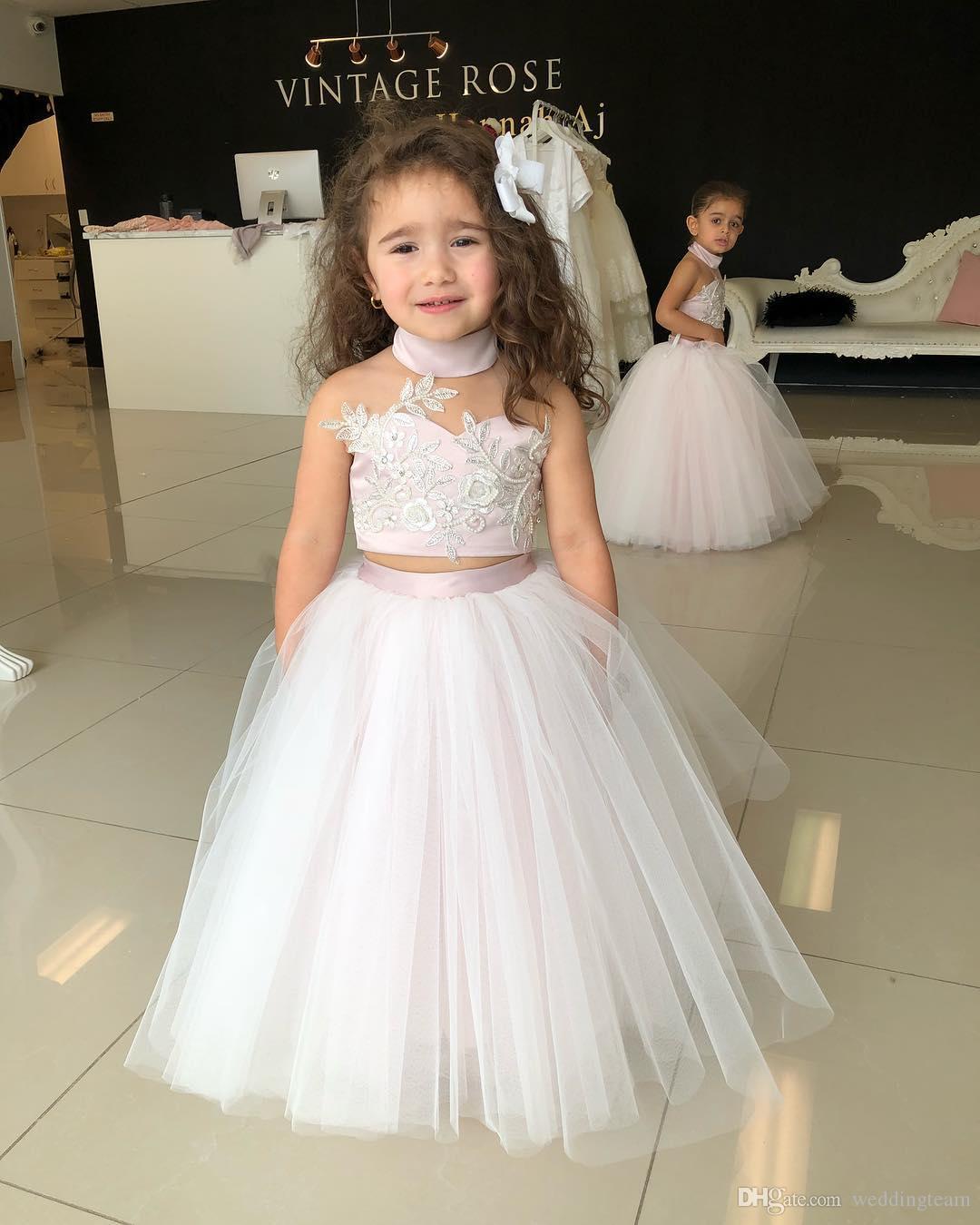 Großhandel Entzückende Zwei Stücke Ballkleid Blumen Mädchen Kleider Für  Hochzeiten Spitze Appliqued Toddler Festzug Kleider Tüll Neckholder  Wulstigen