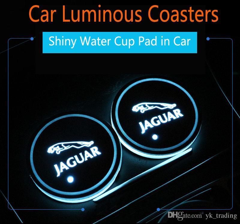 2Pcs / SE Jaguar XF XFL XFR XJ XK XJ6 S F TIPO distintivo dell'automobile ha condotto Acqua Brillante tazza del rilievo Groove Mat luminoso Coasters Atmosfera Luce