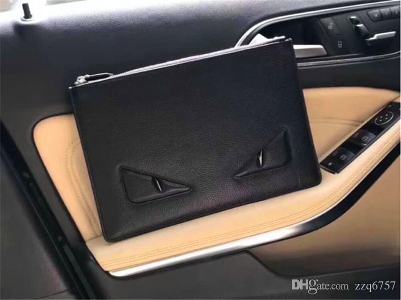Nouveau sac à main pour homme série Monster series Italie top cuir litchi texture pochette 7122 fermeture éclair noir carré portefeuille