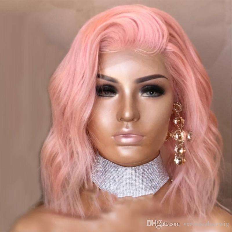 Sexy Cosplay Pastell Baby Rosa Synthetische Lace Front Perücke für Frauen Mittellange Mittelteil Wellenförmige Bob Cut Perücke Hochtemperaturfaser Haar
