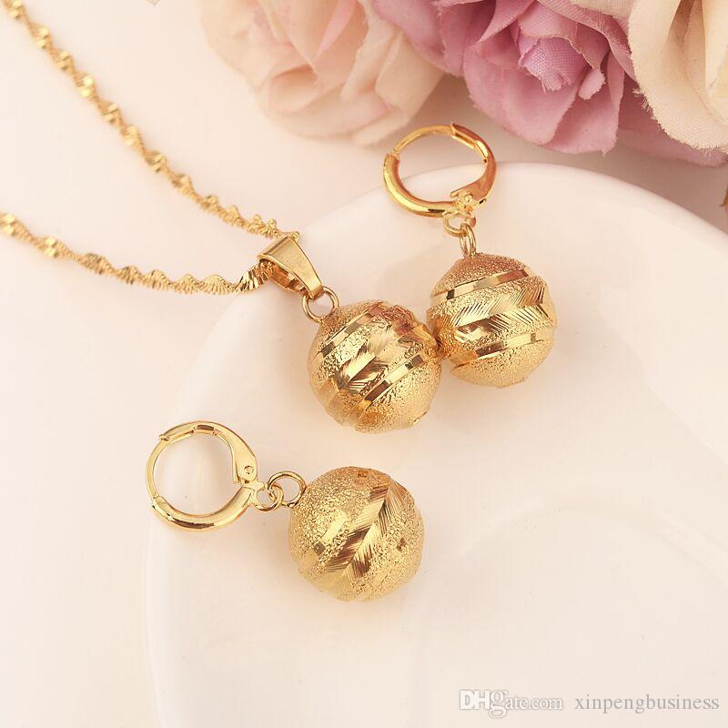 Collana con ciondolo a sfera ciondolo Orecchini a catena con catena Set di gioielli in oro massiccio 24 k con collane di perle in oro giallo per donna