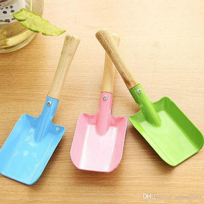 Small Garden Shovel Wooden Handle Iron Shovel Garden Spade Digging Garden Tools Kids Spade Tool