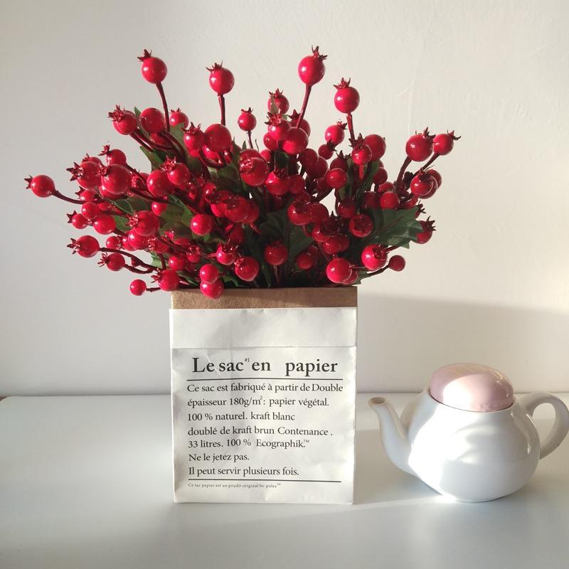 الزهور الاصطناعية السداة التوت الأحمر عيد الميلاد فاكهة الكرز الأحمر السلس رغوة الفاكهة لحضور حفل زفاف عيد الميلاد الديكور في الهواء الطلق