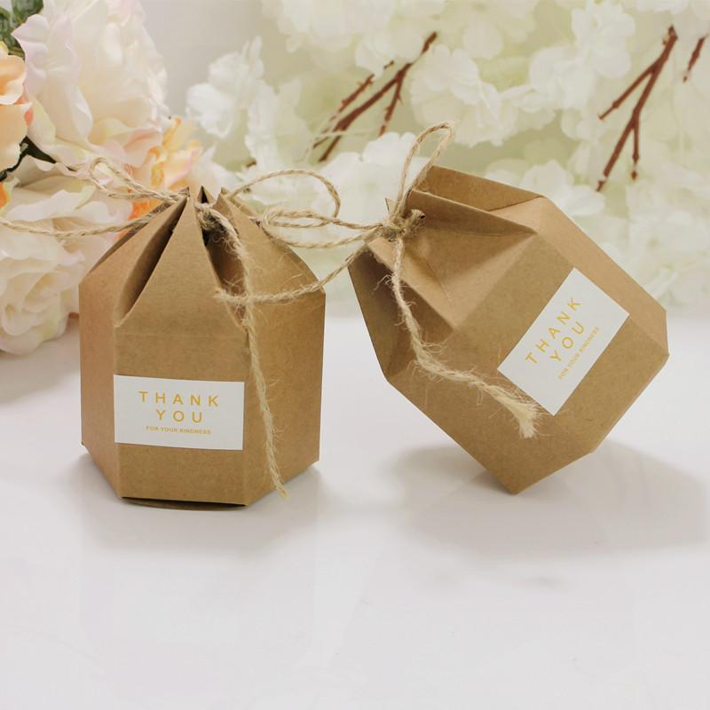 Venta al por mayor 50 PCS / Lot DIY 7 * 4 * 9CM Kraft Cartón Cajas de regalo Hexagonal Cartón Brown Candy Box Party Supplies Envío gratis