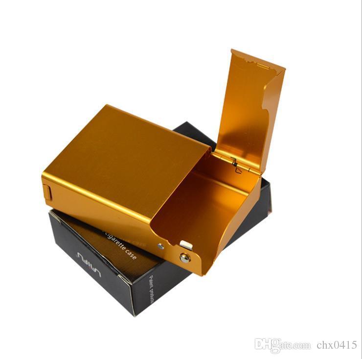 El lado de Lai Fu Fu abre la caja de cigarrillos, una caja de cigarrillos masculina de alta calidad de aleación de aluminio.