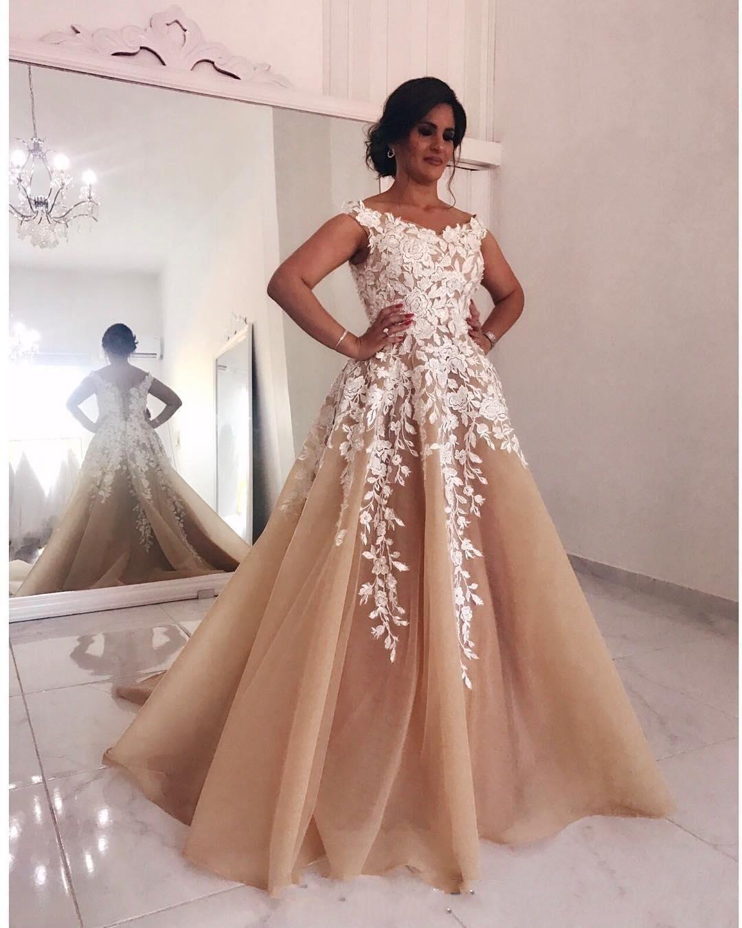 Champagner Spitze Perlen 2018 Abendkleider V-Ausschnitt A-Linie Tüll Prom Kleider Vintage Günstige Brautjungfer Pageant Formelle Party Kleider