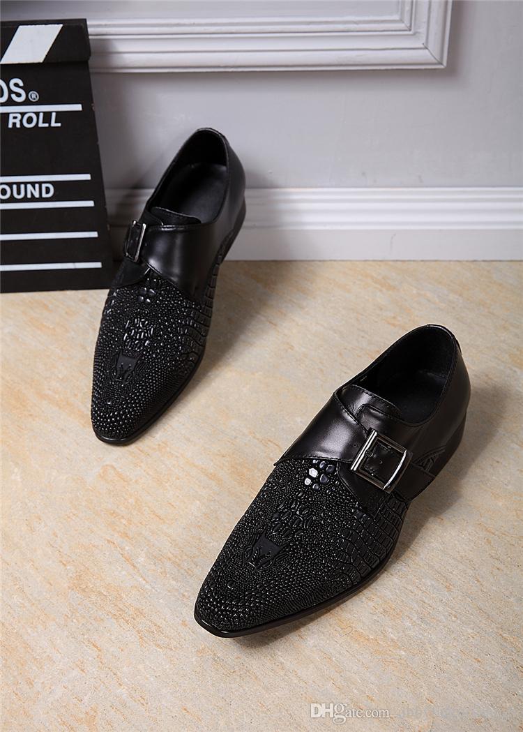 De haute qualité Marque italienne Mode Vintage Carved Hommes Oxford Wedding Party Chaussures en cuir noir véritable bureau d'affaires Costume Chaussures Homme