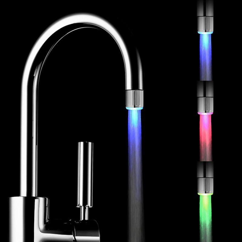 Moda 3 Cores Água Brilho Da Torneira LED Faucet Luz da temperatura da água levou chuveiro cabeça Sensor de Chuveiro de Luz Da Torneira Da Cozinha Da Água