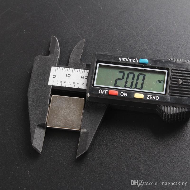 En Stock 20pcs Bloc fort Aimants NdFeB 20 * 20 * 3mm N45 Terre rare Néodyme Artisanat / Aimant DIY Livraison gratuite