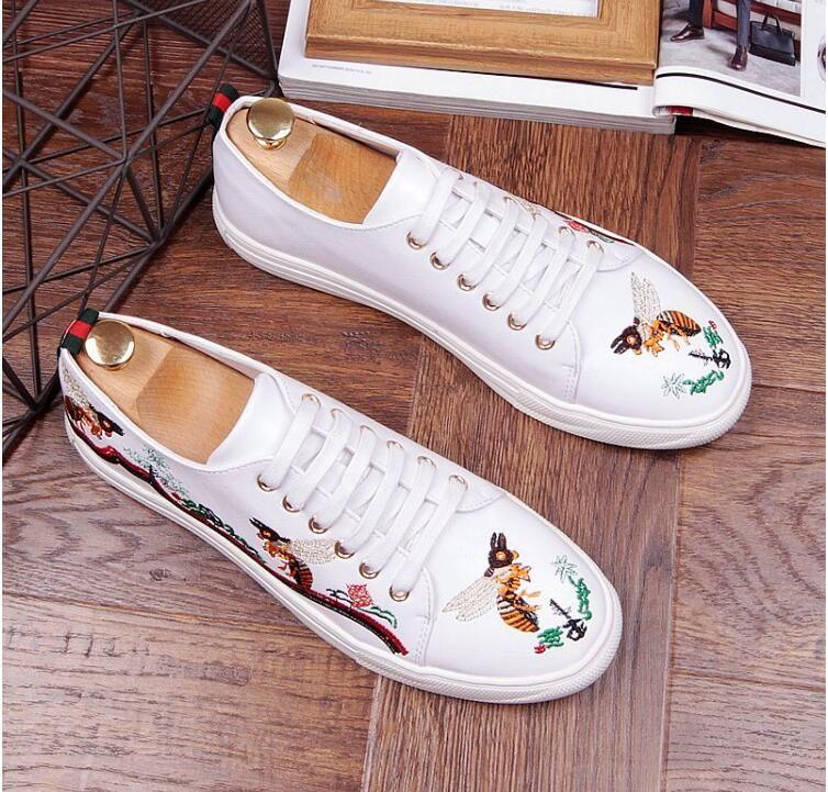 2018 NUEVA llegada Hombres Zapatos con cordones negro blanco bordado Cuero Real de Cuero Mens Mocasines Italian Design Mocasines Zapatos AXX836