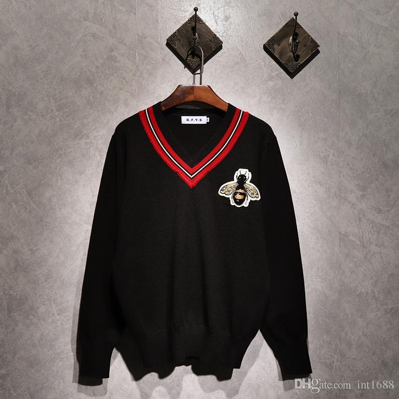 새로운 스웨터 남성 긴 소매 가슴 큰 꿀벌 자수 풀오버 아웃웨어 남자 빨간 줄무늬 V 넥 스웨터 탑 느슨한 솔리드 맞는 편직