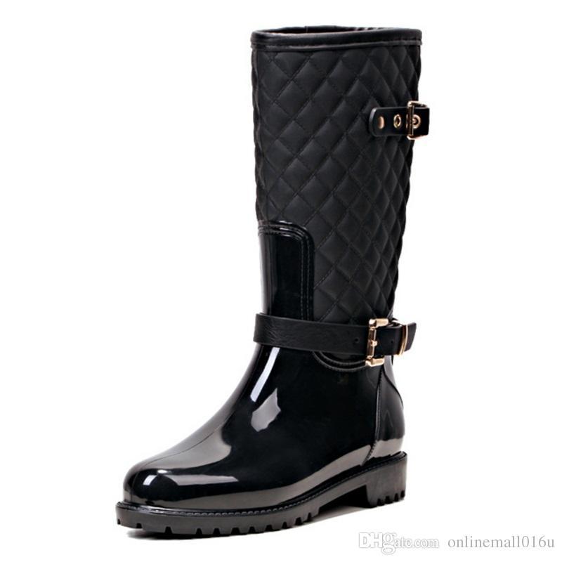 Мода женщин середины икры высокие каблуки дождь сапоги скольжения на водонепроницаемый низкий твердый размер коренастый каблук дизайн пряжки обувь