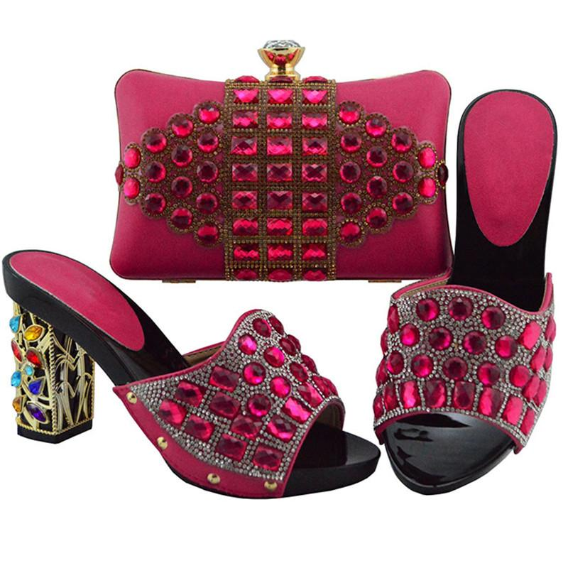 최신 이탈리아 신발 및 가방 라인 세트 럭셔리 신발로 꾸며진 가방 세트와 신발을 일치시키는 여성 디자이너 파티 펌프
