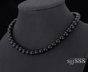 Collana di perle sintetiche di alta qualità per le donne 2018 Nuova collana di perline di lusso bianco / nero ridimensionabile alla moda