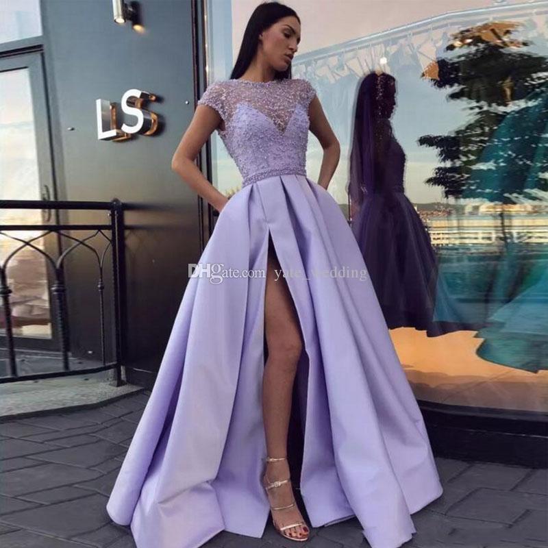 Compre Vestidos De Noche Con Cuentas De Satén De Color Púrpura Claro Bateau Neck Cap Mangas Alto Split Hasta El Suelo Vestido De Fiesta Vestidos De