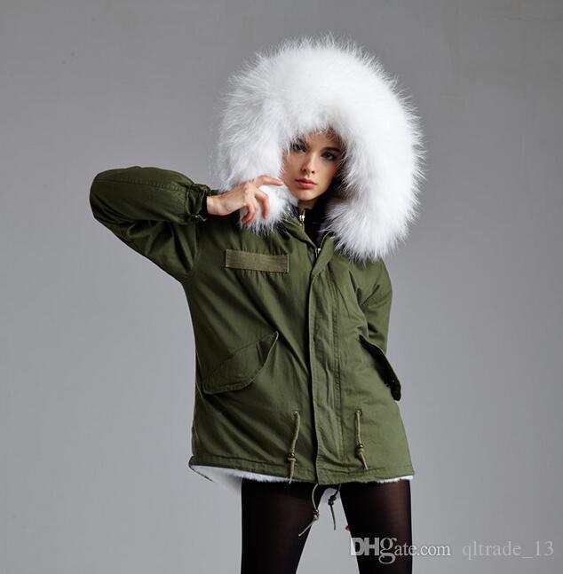 Meifeng marca 100% pele de coelho branco forrado verde do exército mini casacos de pele de neve parka curto estilo mulheres casacos com guarnição de pele de guaxinim