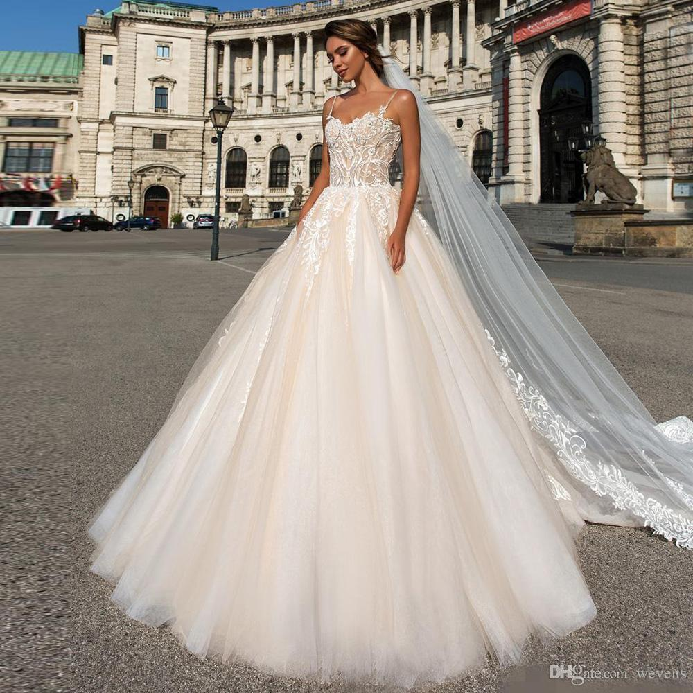 Ivory Spaghetti Strap Ball Gown Wedding Dresses Sweetheart With Lace Appliqued Backless Bridal Gowns Court Train Vestido De Novia Old Fashioned