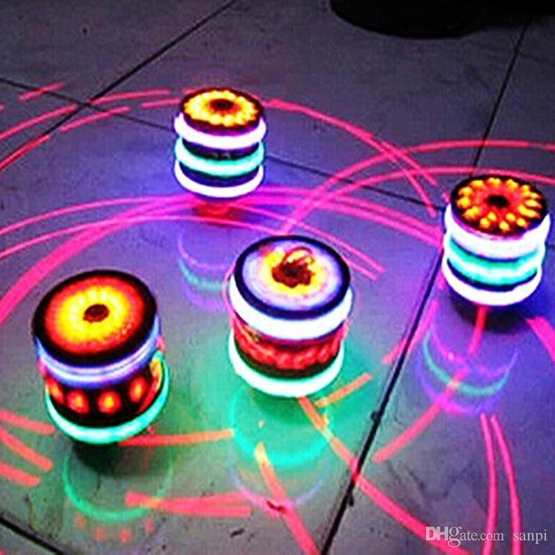 Yeni garip bir patlama LED flaş ahşap cayro müzik bebek yenilik klasik oyuncak çocuklar oyuncaklar hediyeler için oyuncak topaç topaç top ışık yayan