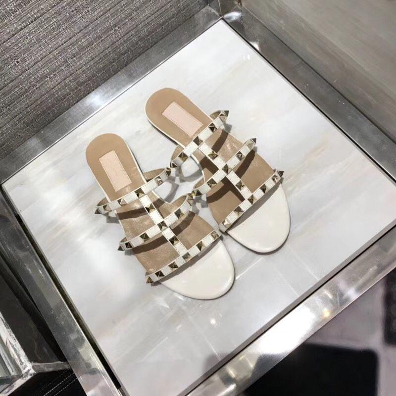 2018 sandalias de las mujeres zapatos partido de la manera remaches chicas sexy punta estrecha zapatos hebilla plataforma bombas zapatos de la boda