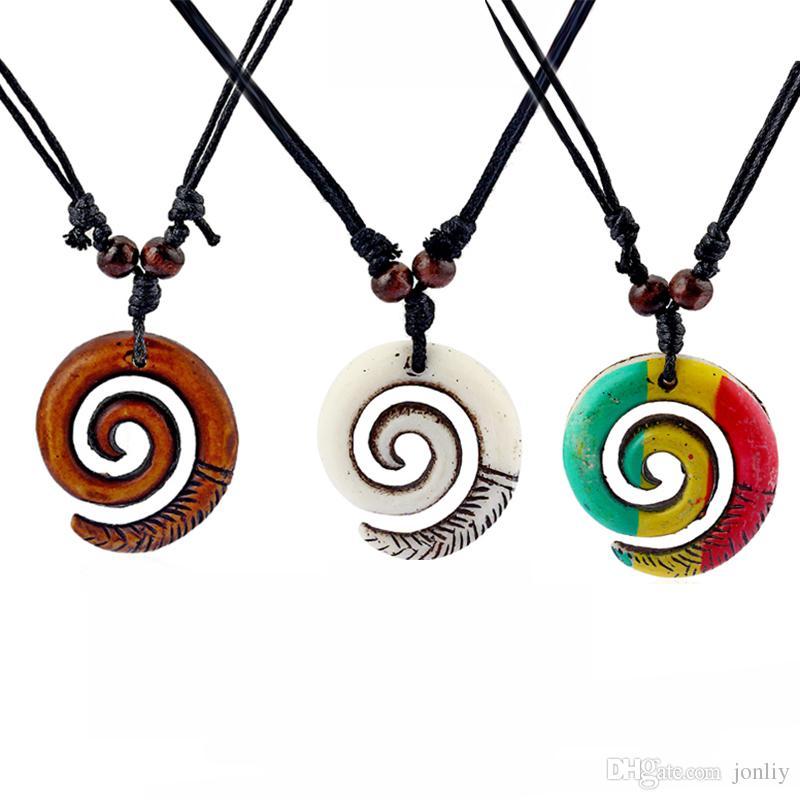 12 sztuk żywicy Tribal biały / brązowy / Rasta Keltycki Spiral Swirls Charms Wisiorki Naszyjnik Regulowany