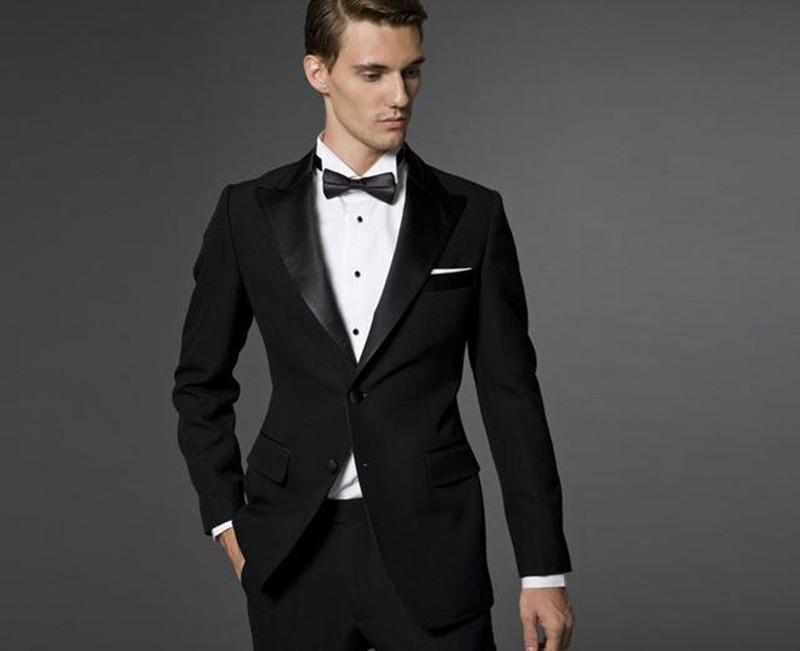 Nuovo arrivo a due pulsanti nero smoking dello sposo Groomsmen picco risvolto Best Man Wedding Prom Cena vestiti (pantaloni Giacca Papillon) 1440