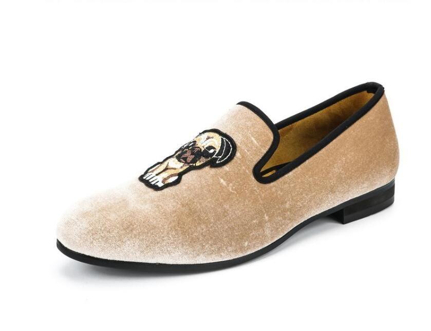 Zapatos nueva moda beige terciopelo de los hombres de los holgazanes bordado hecho a mano vestido de los hombres zapatos cómodos de la boda del partido de los hombres de fumar Y220
