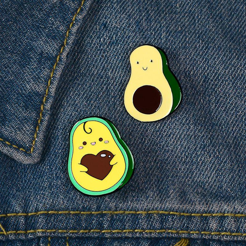 Эмаль Pin Set Авокадо Holding Сердце джинсовой одежды Рюкзак Pin отворотом Кнопка Значок Мультфильм ювелирные изделия подарок для друзей Дети