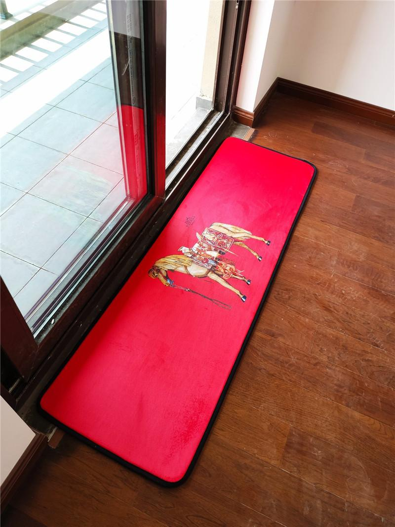 2019 Christmas Red Decoration Carpet Luxury Logos Print Non Slip Dust Proof  Carpet Bedroom Kitchen Rugs Horse Designs Mat 2020 From Jhdisi, $51.26 | ...