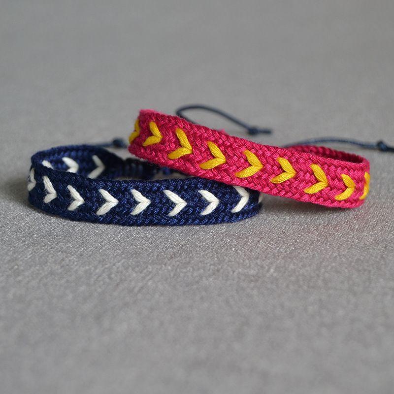 Pulsera de tejido de la cadena de la cuerda de algodón colorida Vintage Boho ajustable Alojado Hecho a mano Trendy Chic encantos Pulsera para hombres mujeres