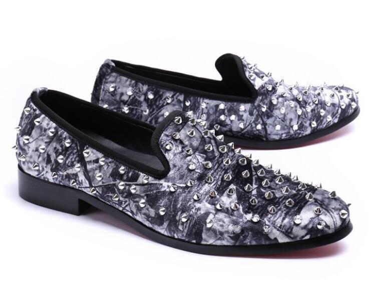 Европейские Металлические заклепки мокасины Мокасины люкс поскользнуться на мужчин модельная обувь моды круглая голова мужчины бездельник обувь Мужские шипы chaussure Ьотте TD24