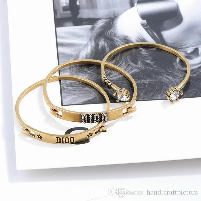 الفاخرة مصمم مجوهرات النساء أساور الرجعية ثلاثة قطعة دعوى الكفة أساور الراقية الذهب d إلكتروني سحر سوار لفتاة الأزياء والمجوهرات