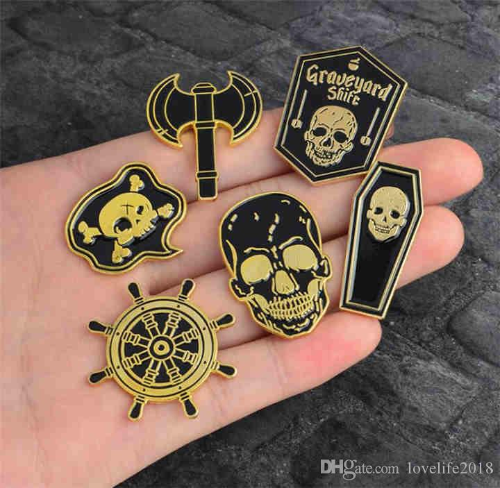 12 Estilo Punk Esqueleto Pirata Brújula náutica Hacha Cráneo Ataúd Esmalte Pin Insignia Broche Camisa de hombre Mujer Chaqueta de mezclilla Pin T449