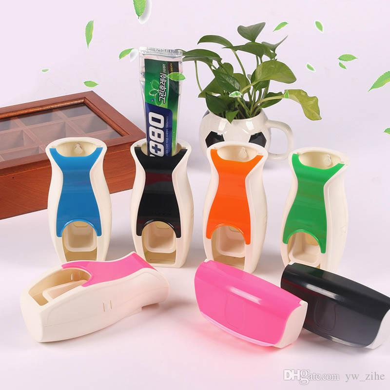Los productos de baño pasta de dientes automático dispensador de pasta de dientes cepillo de dientes titular exprimidores accesorios de baño de montaje en pared portátil para wh0476