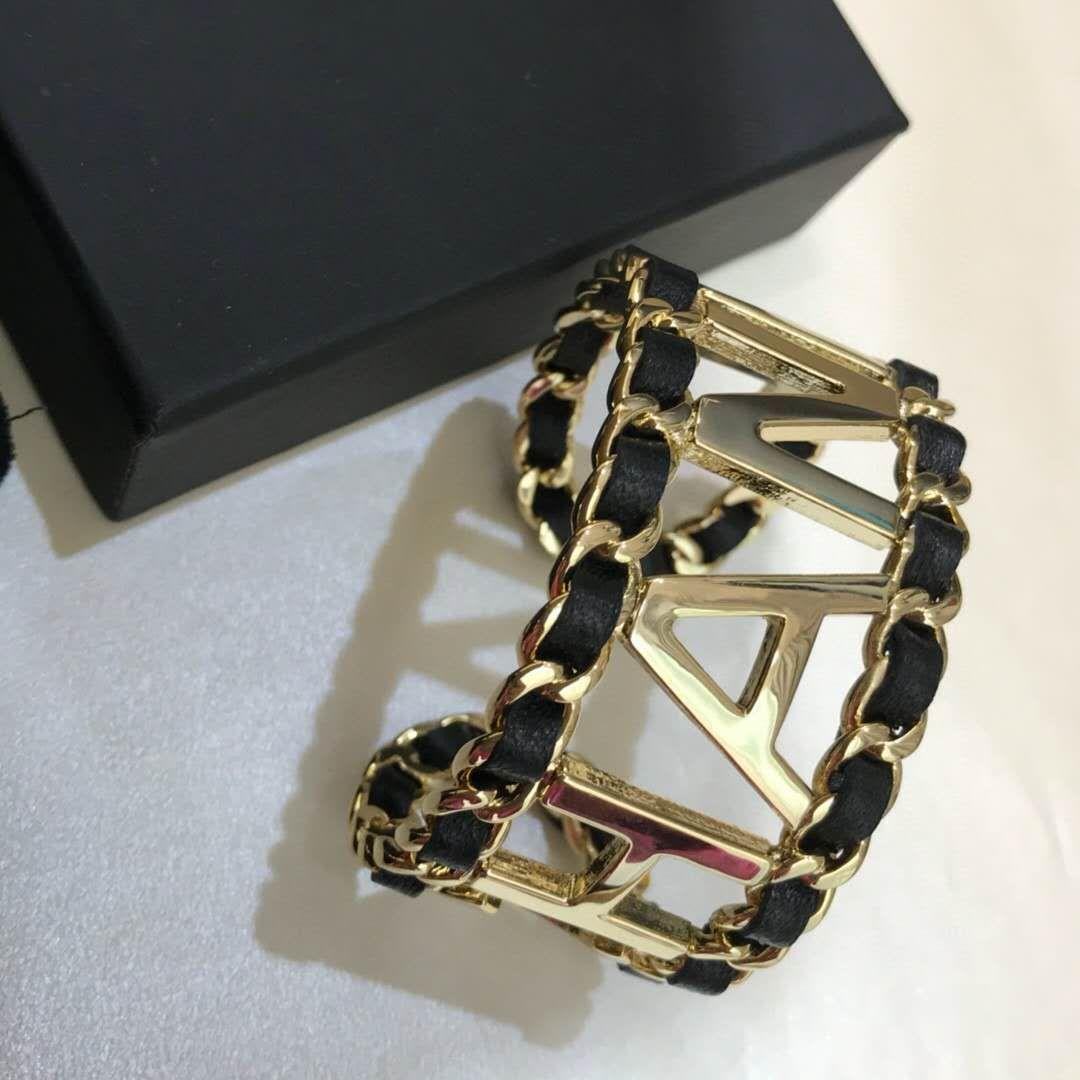 El nuevo cuero de cadena de letras hueca pulsera joyería de las mujeres de la moda pulsera apertura