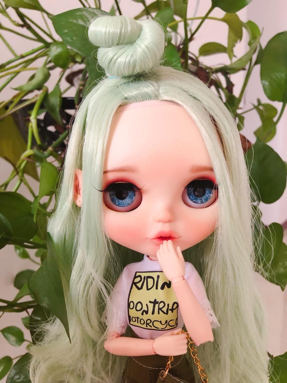 RBL Blyth Doll NBL 6/1 BJD Özelleştirilmiş Buzlu Yüz, büyük gözler Moda kız makyaj Ball Jointed Doll Nane Yeşil saç T200428 ile