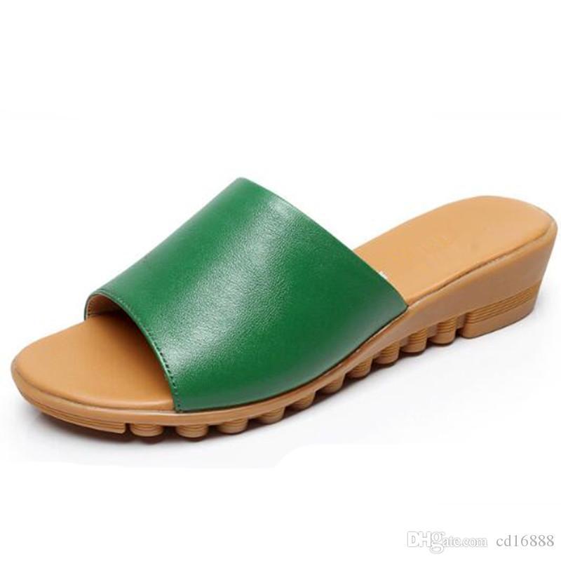 NEW  LADIES waterproof beach slides  clogs sandals