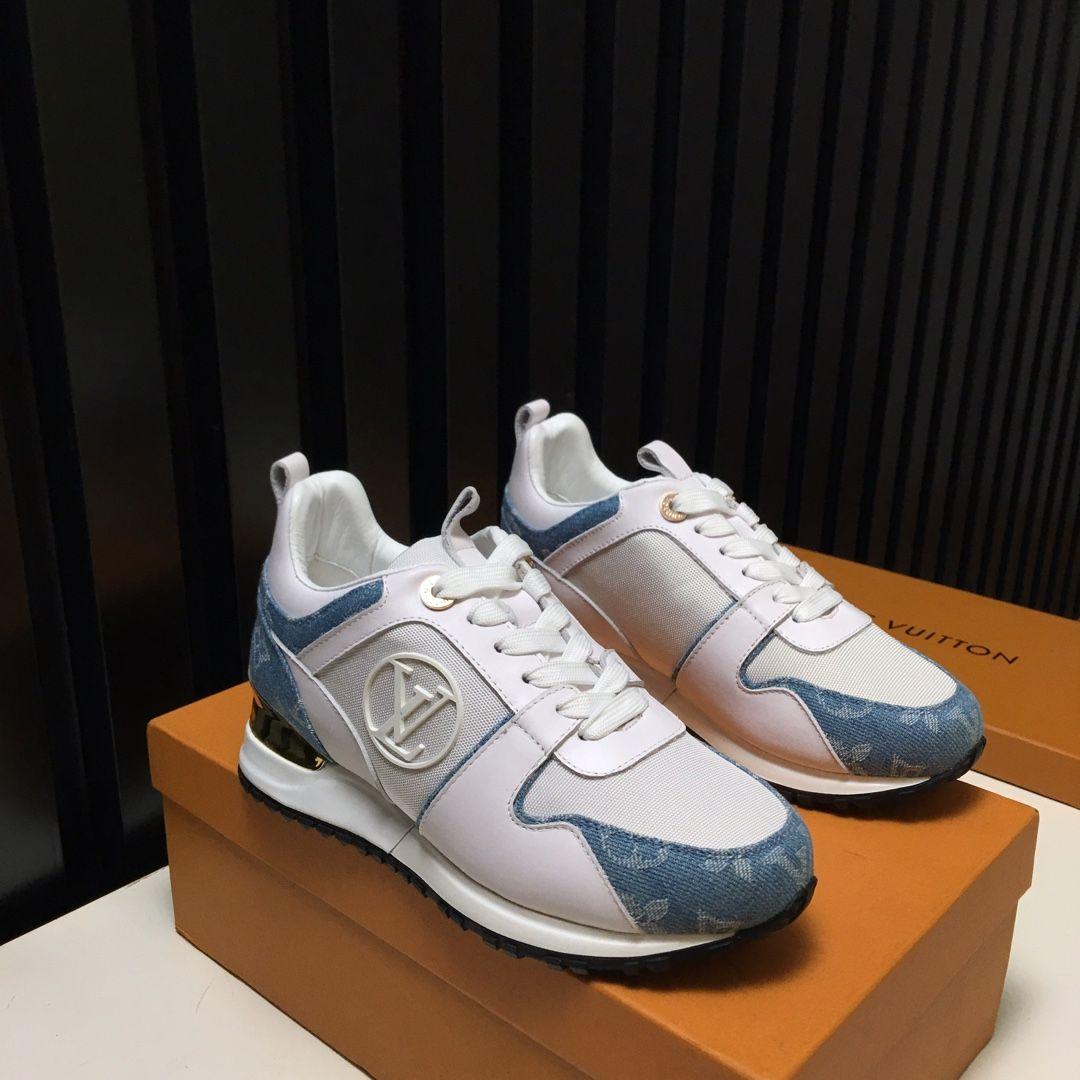 حذاء حقيقي 2020 أحدث الأحذية الكلاسيكية مارتن الأحذية الجلدية أزياء سلسلة برشام الفاخرة النساء جودة عالية منصة الكاحل النساء الفاخرة الناعمة