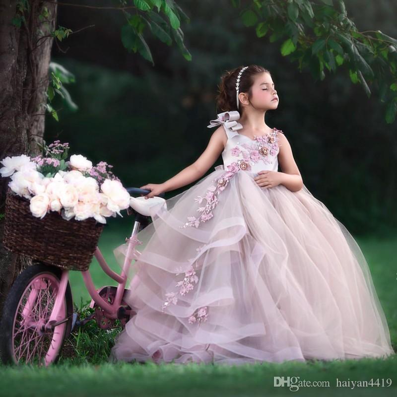 2019 새로운 사랑스러운 공주님 꽃 소녀 드레스 보석 목 손으로 만든 꽃 민소매 계층화 된 긴 생일 어린이 소녀 미인 대회 가운
