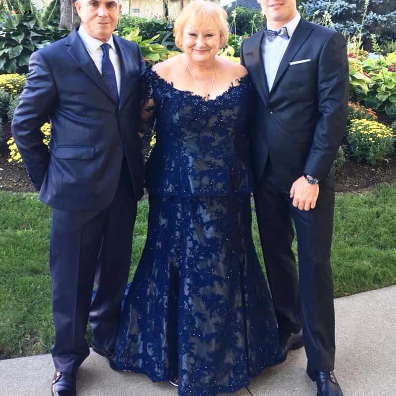 De plus Taille Mère de la robe de mariée foncé bleu marine à manches longues Brodé mère du marié costumes de soirée de soirée de mariage Robes