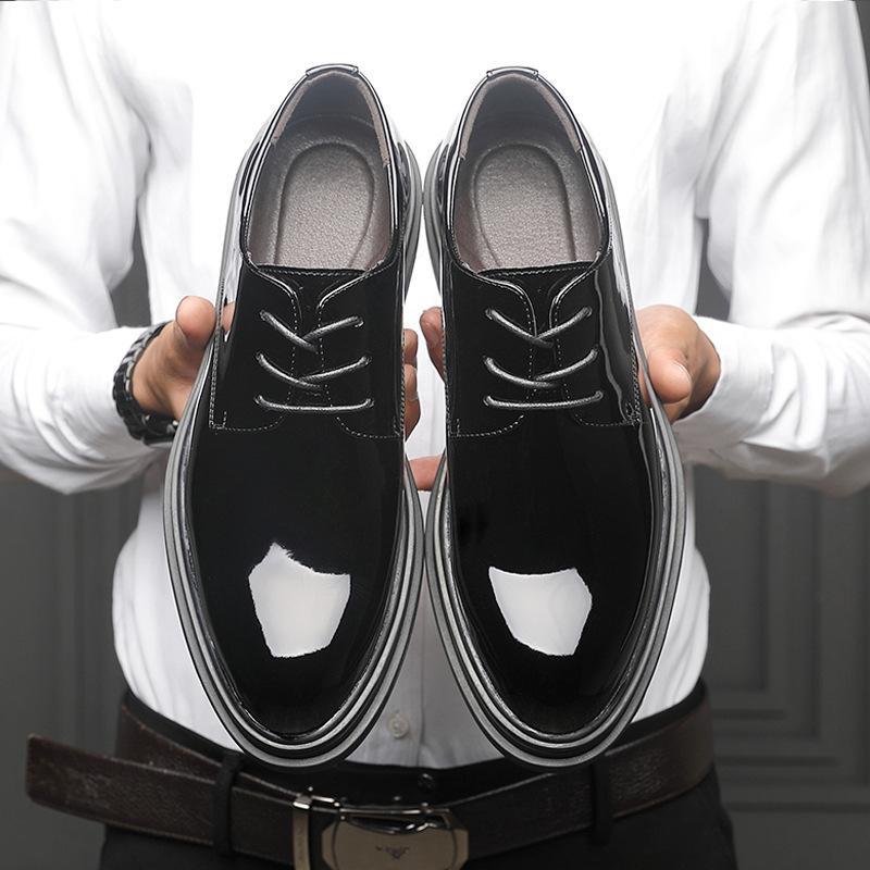 Mode homme à la mode Chaussures à lacets en cuir brillant affaires en cuir verni Chaussures Casual Chaussures de mariage