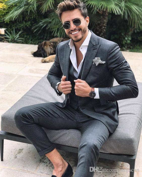 Traje de los hombres de color gris oscuro 2019 Slim Fit Inteligente informal informal de negocios fiesta formal Chaqueta Blazer 3 piezas verano boda novio Tuxedos CY10