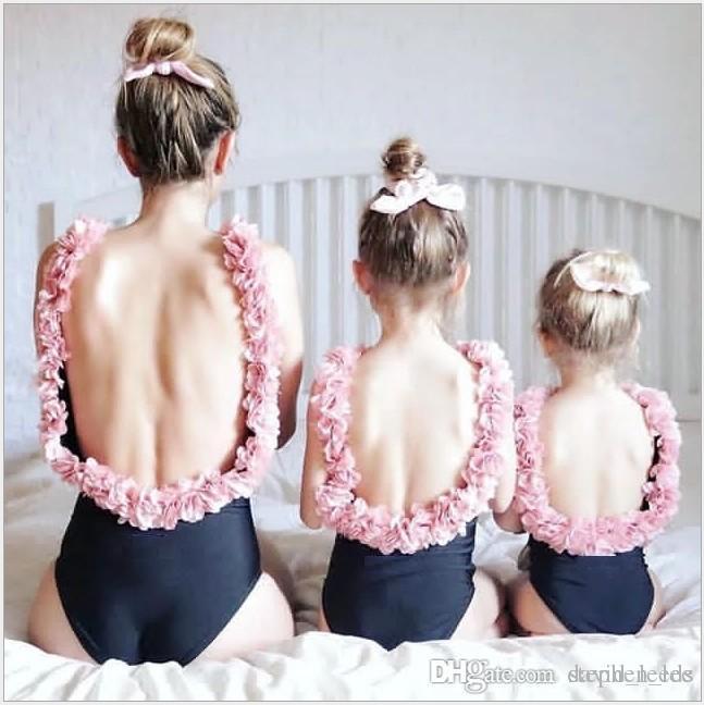 Neuheiten Mädchen Blumen Rückenfreie Badebekleidung Mutter Und Tochter Einteilige Badebekleidung Stereo Blütenblatt Hosenträger Strandurlaub Badeanzüge