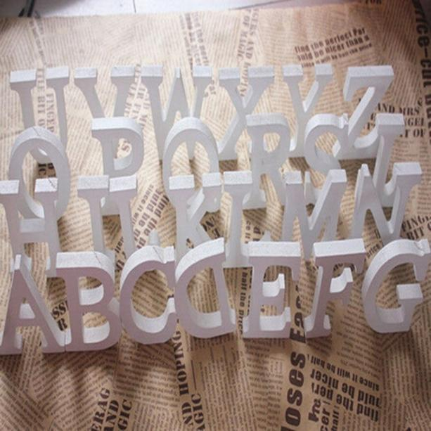 Bricolaje, independiente de madera de madera letras del alfabeto Blanca fiesta de cumpleaños boda 1pc 8 cm decoraciones caseras conocido personalizado de Diseño