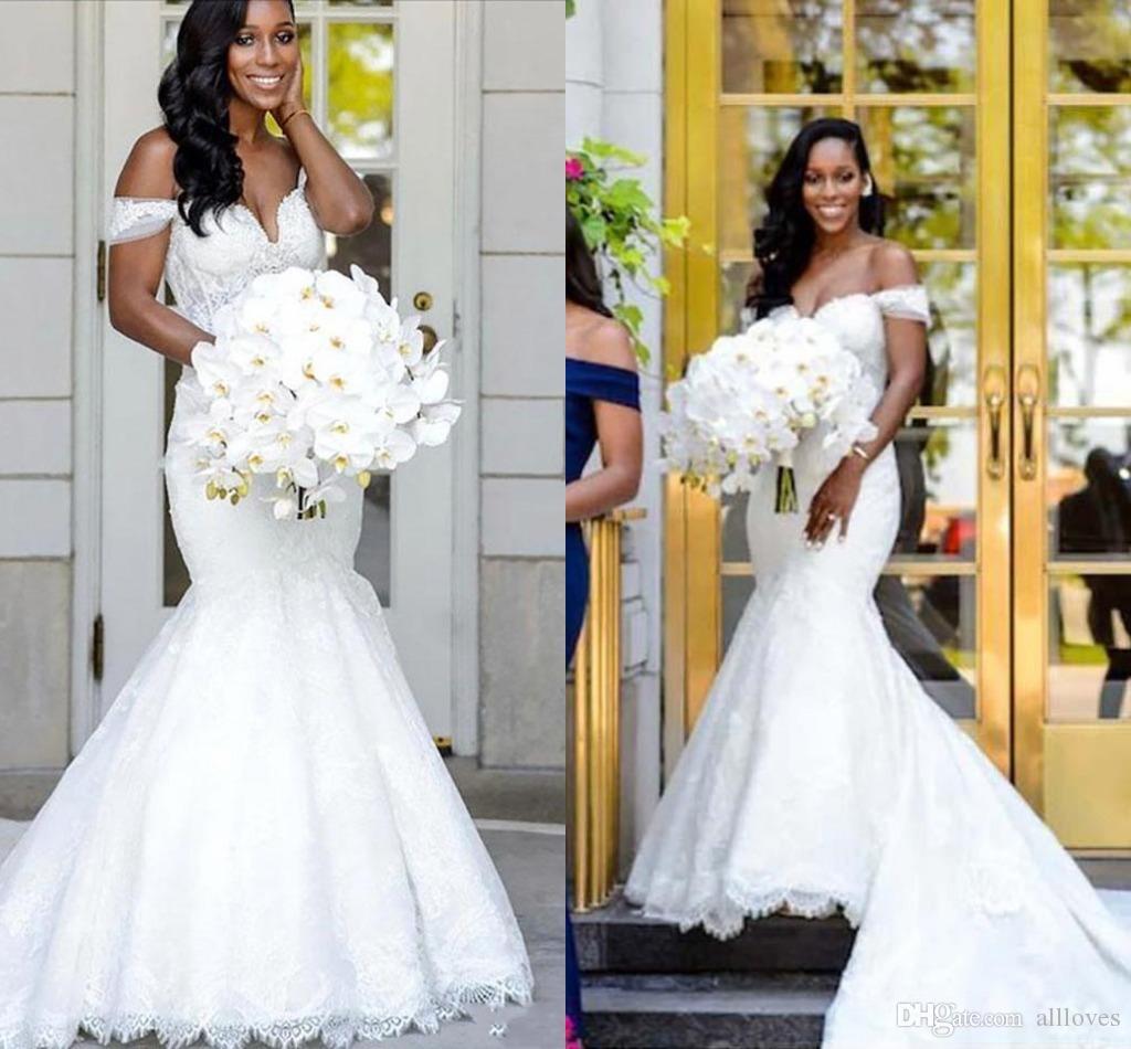 2020 African Black Mädchen Mermaid Brautkleider Sexy weg von der Schulter Appliqued Spitze-Brautkleid-Gerichts-Zug Vestidos De Novia Plus Size AL5619