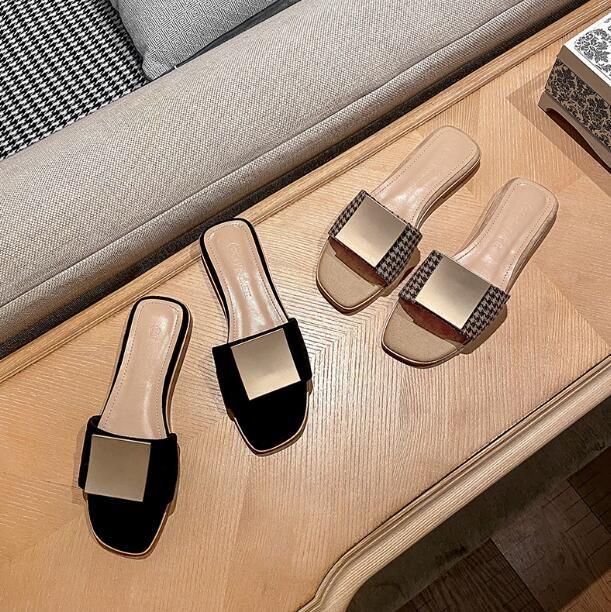Designer Damen Wildleder flacher Absatz Pantoffeln Metall Quadrat Schnalle Mode Karree Sandalen Scuffs Hausschuhe im Freien Anti-Rutsch-Dame Sexy Hausschuhe