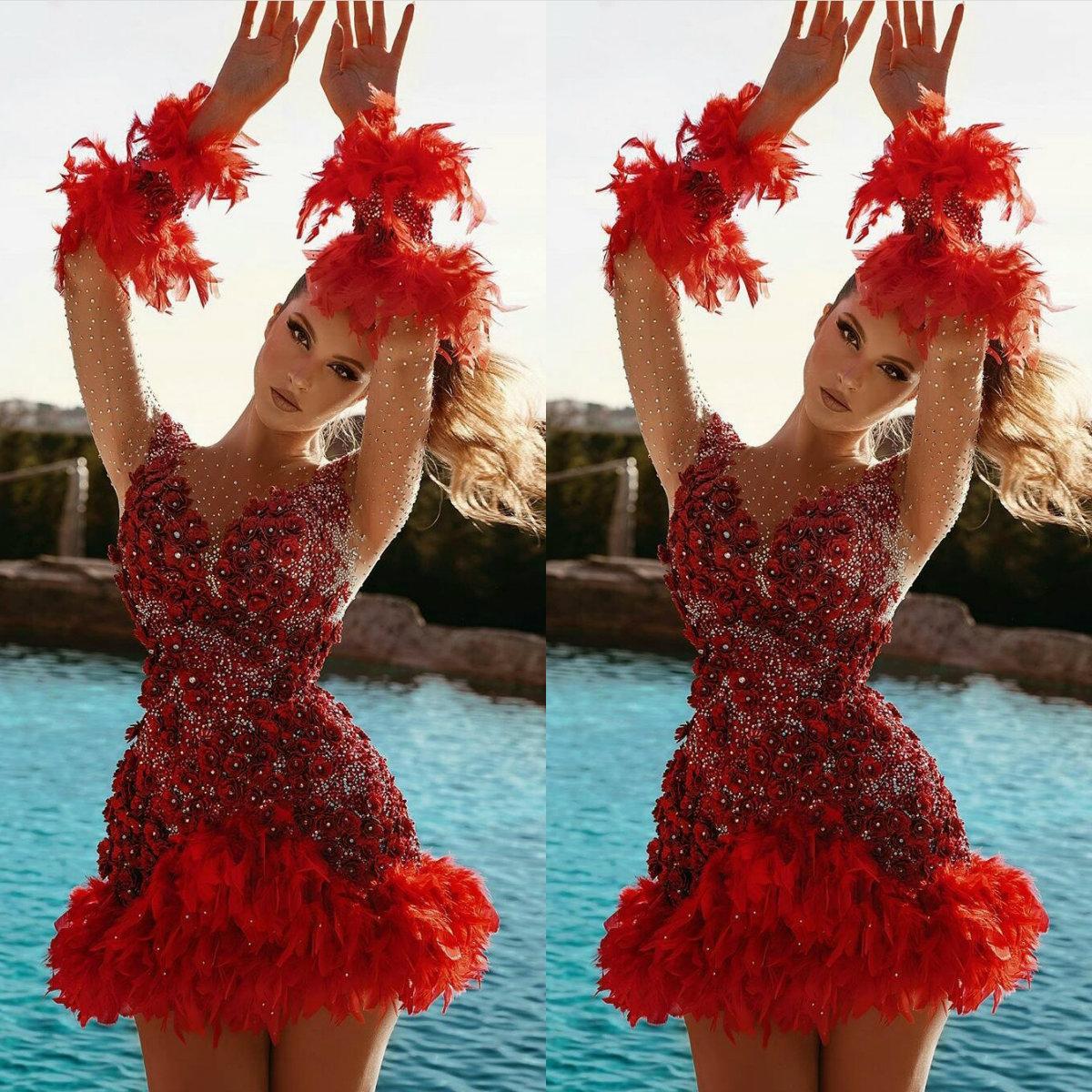 أحدث فساتين كوكتيل حمراء داكنة مع ريش أزهار ثلاثية الأبعاد تنورة صغيرة بلورات طويلة الكم بلورات المشاهير المثيرة