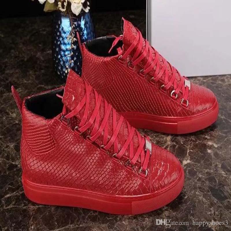 Novo Homem Casual Shoes Plano Kanye West Moda enrugada Couro Lace-up Low Cut Trainers fugitivo Arena Shoes Tamanho II4