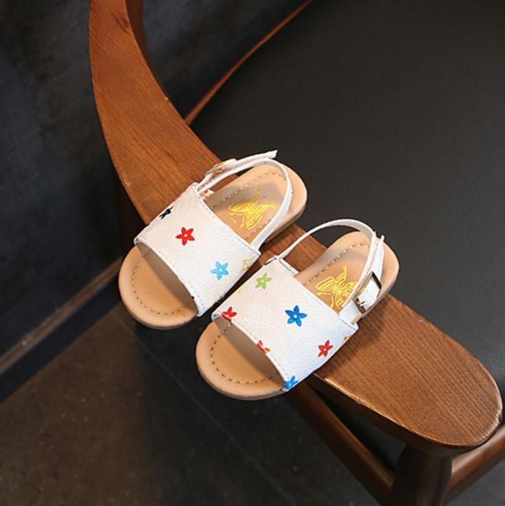 Niñas princesa sandalias de los zapatos 2020 nuevos bebés antideslizante niño suave zapatos de los niños de la playa de la tela escocesa de impresión Zapatos