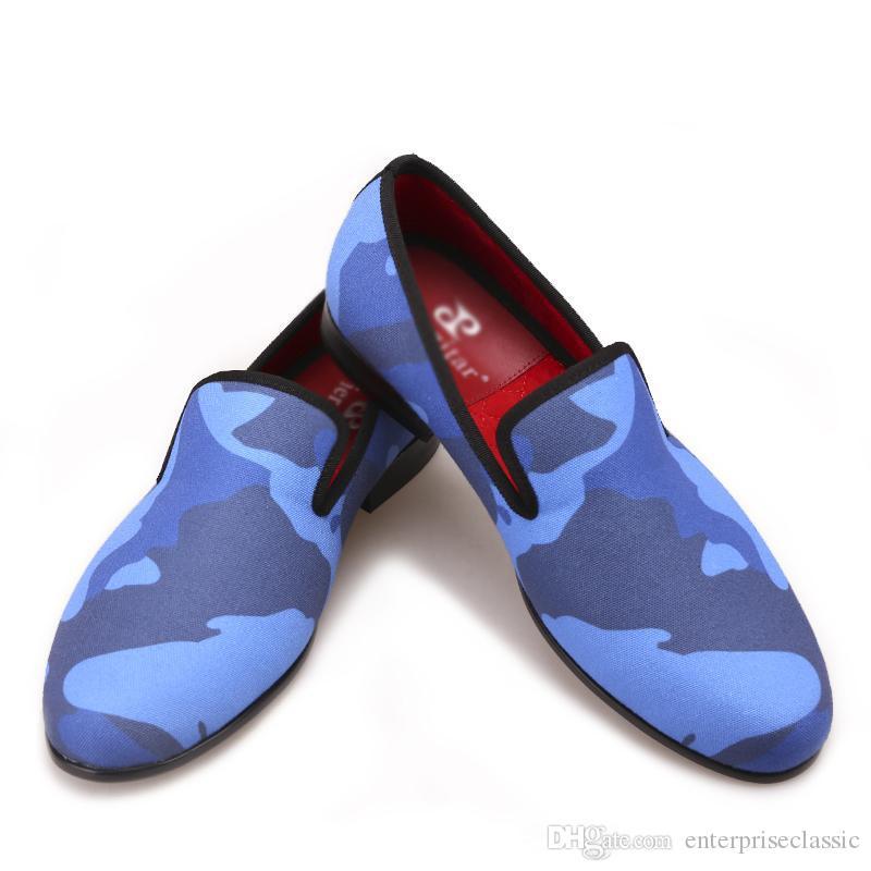 Sofistike ve eğlenceli bir görünüm için terlikli mavi Elbise Ayakkabılarından oluşan klasik mokasen