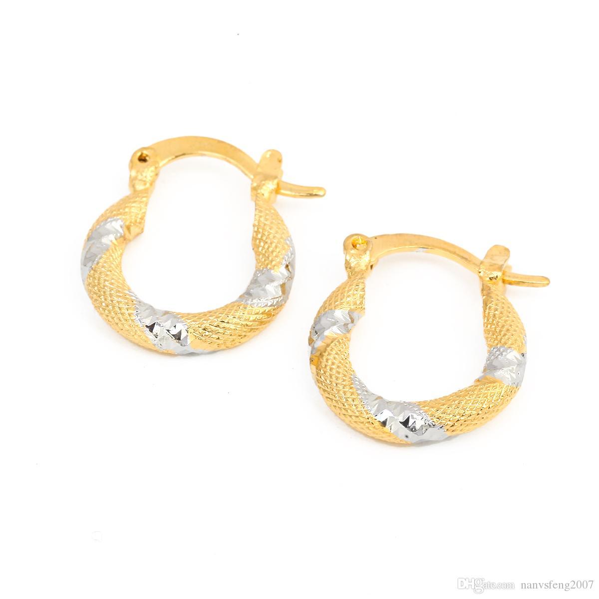 Orecchini a cerchio con due anelli ovali dorati a due tonalità